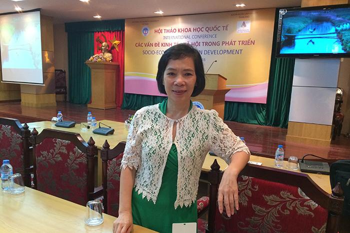 Cô Hằng tại hội thảo Khoa học Quốc tế