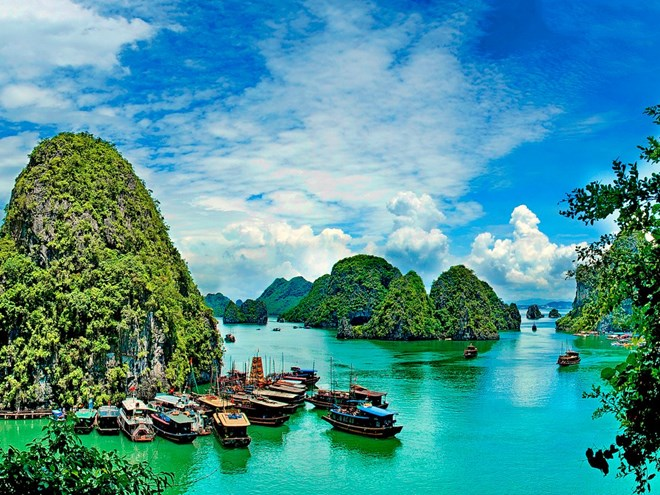 Ha Long Bay - Traveling with iVina