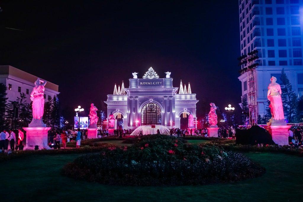 Địa điểm chơi Noel 2017 - Royal City