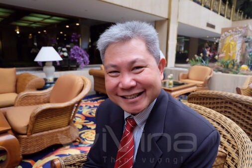 Mr. Padej Piroonsit - Tiếng Việt cho người nước ngoài